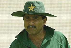 Amid controversy, former Pak cricketer Javed Miandad cancels India trip: reports