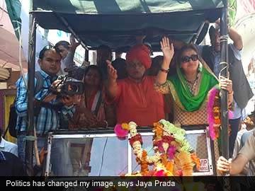 Jaya_Prada_campaigning_captioned_360.jpg