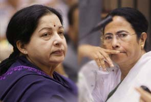 Mamata calls Jayalalithaa for support to Kalam; she says back Sangma instead
