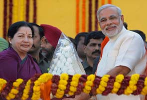 Narendra Modi sworn in as Gujarat Chief Minister at grand ceremony; Jayalalithaa, Raj Thackeray among A-listers present