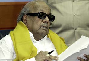 Karunanidhi backs Advani about selection committee for election commissioner