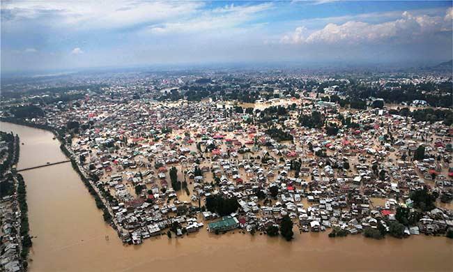 Kashmir Floods: Six Lakh Still Stranded, Some Phone Lines Restored in Srinagar