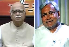 LK_Advani_Nitish_Kumar_295.jpg