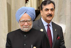 PM Manmohan Singh meets Pak PM Gilani on sidelines of SAARC summit