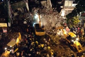 Mumbai_building_collapse_top_295x200.jpg