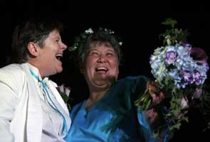 Midnight vows make NY largest gay-marriage state