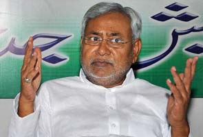 Nitish Kumar cancels dinner after deaths in stampede