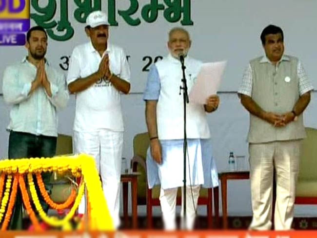 Narendra modi in hindi essay on swachh