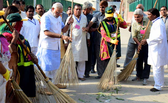 Swachh Bharat Abhiyan: PM Narendra Modi Launches 'Clean India' Mission