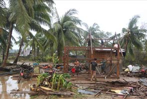 52 dead as typhoon Bopha lashes Philippines