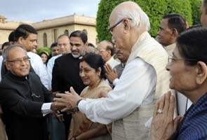 Pranab Mukherjee phones LK Advani after Rashtrapati Bhavan seating upsets BJP