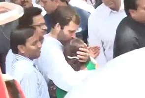Rahul_Gandhi_meets_Dalbir_Kaur_295x200.jpg