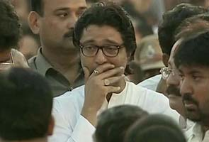 Raj_Thackeray_crying_at_bal_funeral_295.jpg