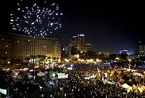 100,000 protest at Egypt's presidential palace
