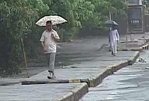 Rains lash Delhi, more likely Saturday