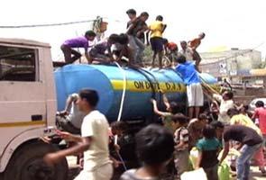 delhi_water_shortage_tankers_2_295.jpg