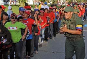 hugo_chavez_funeral_casket_line_295.jpg