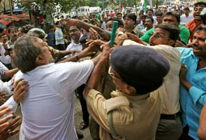 Bandh against Govt hits parts of India, Mamata Banerjee slams Left for Bengal strike