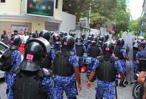 maldives_nasheed_police_indian_high_commission_295.jpg