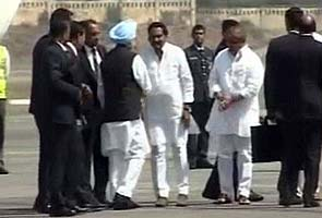 Prime Minister Manmohan Singh arrives in Hyderabad, visits blast sites