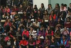 modi_delhi-SRCC_students_sitting_295.jpg