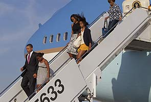 Obamas make rare trip home to Chicago