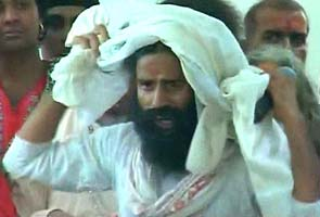 Baba Ramdev fleeing the Ramlila Maidan.