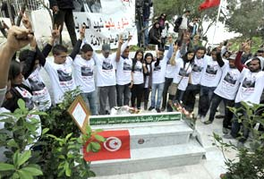 Tunisians mark 40 days since political killing of leader