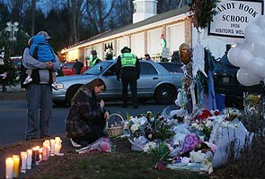 us_shooting_candle_flowers_vigil_295.jpg