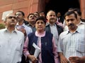 Team Anna meets Jaitley, other party leaders over Jan Lokpal Bill