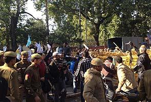 narendra-Modi-at-SRCC_protest-outside-295x200.jpg