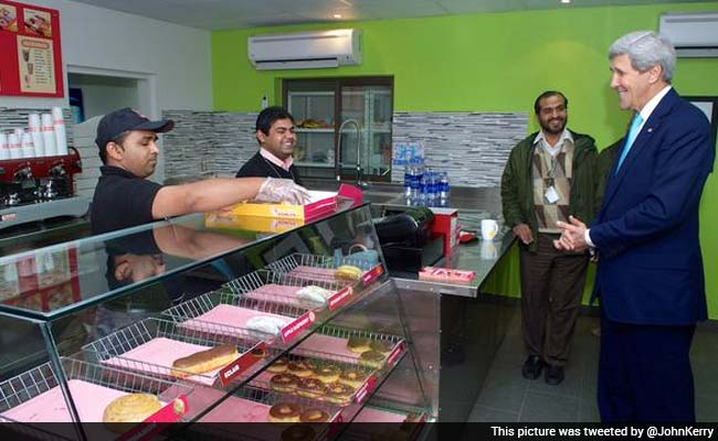 John Kerry has Dunkin' Donuts Breakfast in Pakistan, Trolled on Twitter