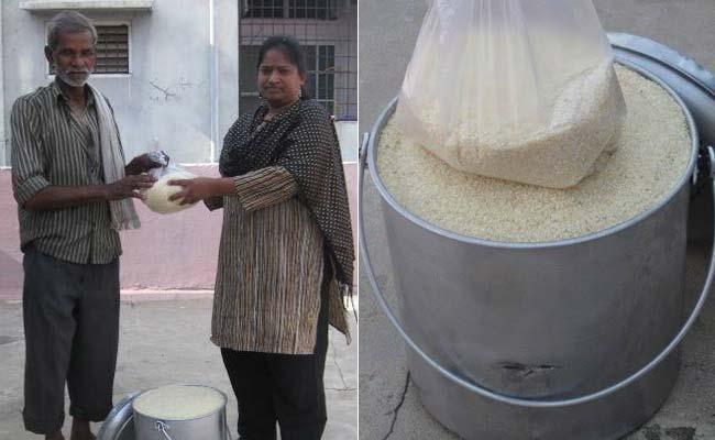 """印度慈善活动出奇招 """"冰桶""""变""""米桶""""助饥民"""